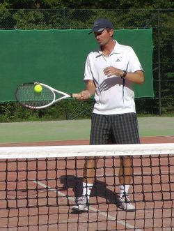 Improve tennis volley by volleying