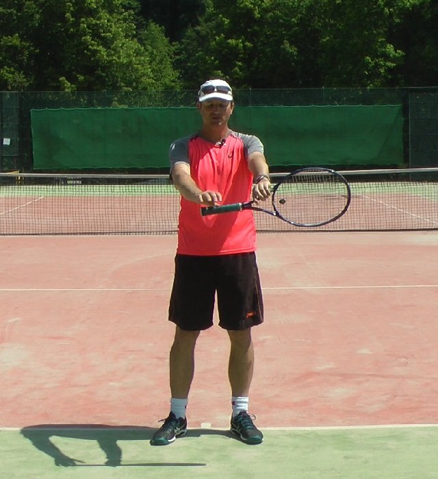 finding a backhand grip in tennis