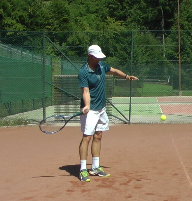 extended legs on a forehand